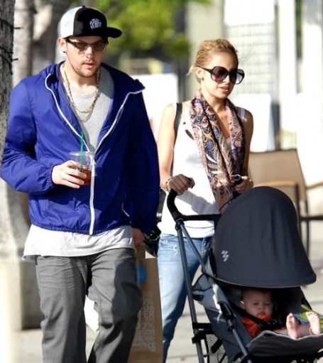 Nicole Richie,daughter of singer Lionel Richie, was photographed with her fiance Joel Madden and their daughter Harlow during a shopping trip on Monday in Santa Monica.